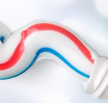 Woher-kommen-die-Streifen-auf-der-Zahnpasta