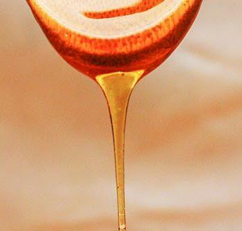 Honig soll vor Zahnkrankheiten wie Karies und Plaque schützen.