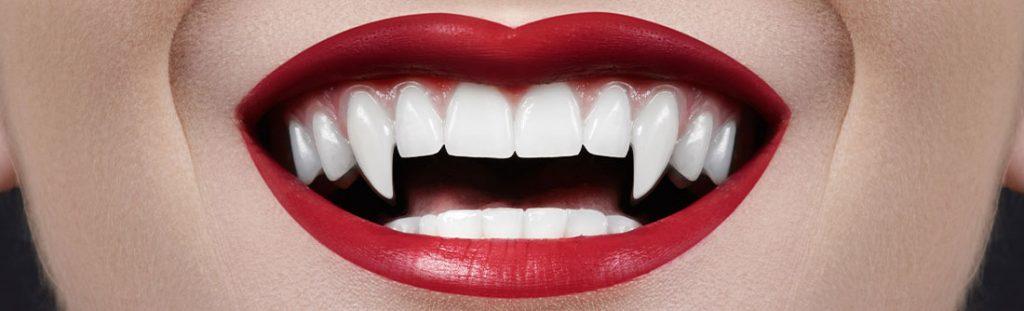 Gefährlicher Halloween-Trend: Vampirzähne dank Nagelkleber