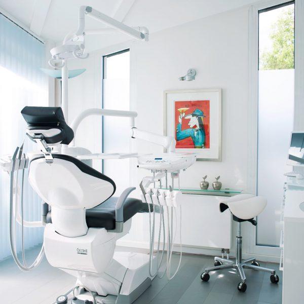 Behandlungszimmer Zahnarztpraxis Dr. Thedieck
