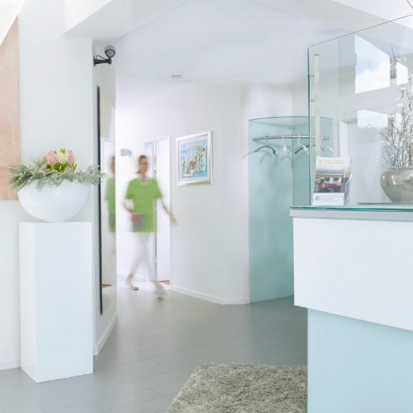 Eingangsbereich und Empfang Zahnarztpraxis Dr. Thedieck